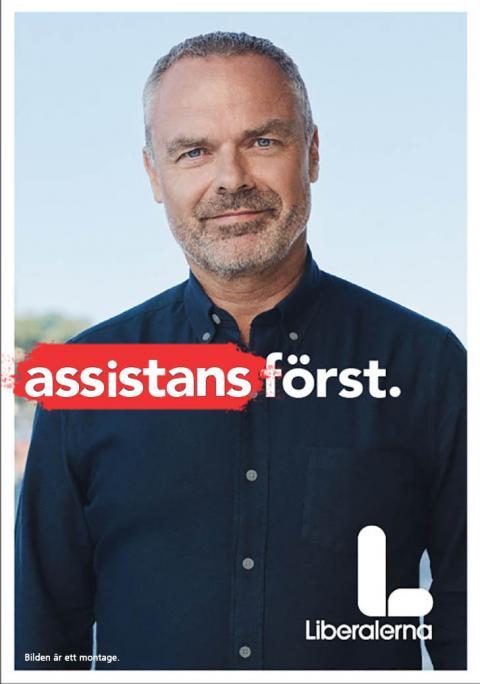 Liberalernas valaffisch i STILs tappning. Bild på Jan Björklund med texten Assistansen först.